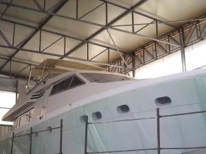 Tettoia nautica con telaio in acciaio inox su yacht