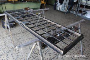 Preparazione del cancello con serratura di sicurezza prima del montaggio