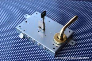 Serratura per porta blindata Mottura con blocchetto a cilindro europeo Cisa