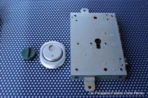 Serratura di sicurezza con defender ad apertura magnetica