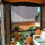 Vetrata panoramica scorrevole con pannelli in vetro semiaperti