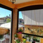 Vetrata panoramica scorrevole con pannelli porta e finestra in vetro completamente chiusi