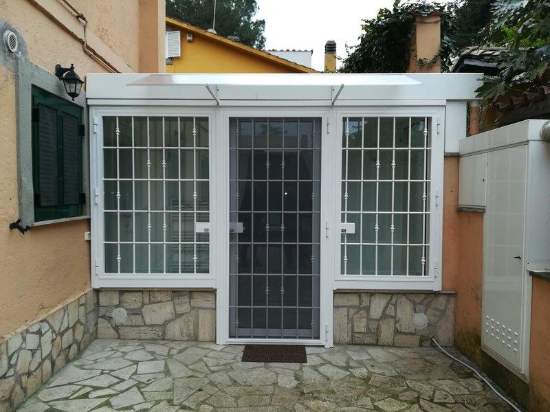 Porte e finestre in PVC con inferriate di sicurezza in acciaio